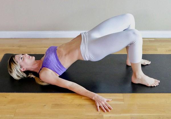 Hip Bridge chữa sổ bụng sau sinh