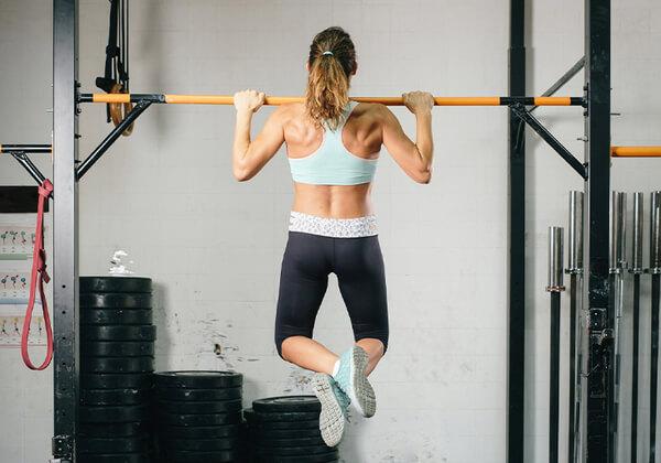 Cách giảm mỡ toàn thân với bài tập hít xà đơn phù hợp với rất nhiều đối tượng.