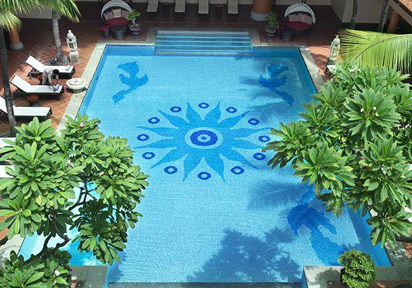 Hồ bơi khách sạn Park Royal
