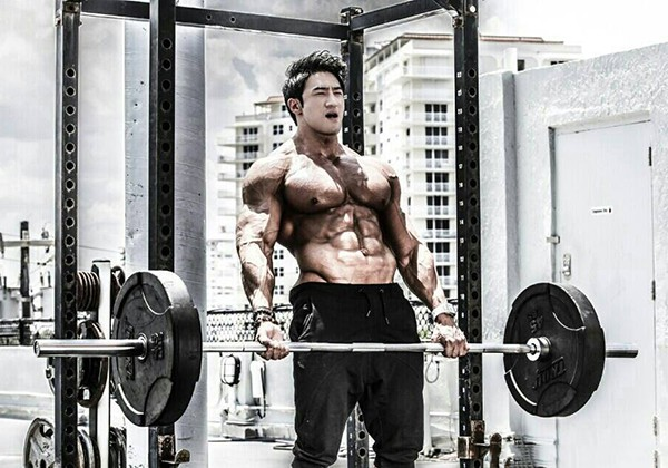 Hwang Chul Soon là ai? Quái vật thể hình Hàn Quốc lột xác thế nào?