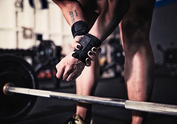 Khắc phục đau cổ tay khi tập Gym