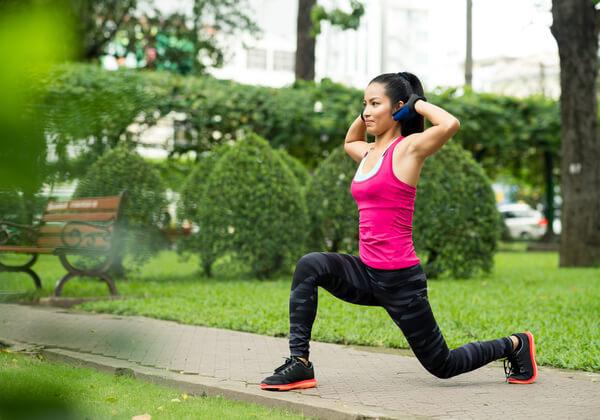 Khởi động kỹ trước khi tập luyện giúp làm nóng cơ thể và giảm nguy cơ chấn thương.