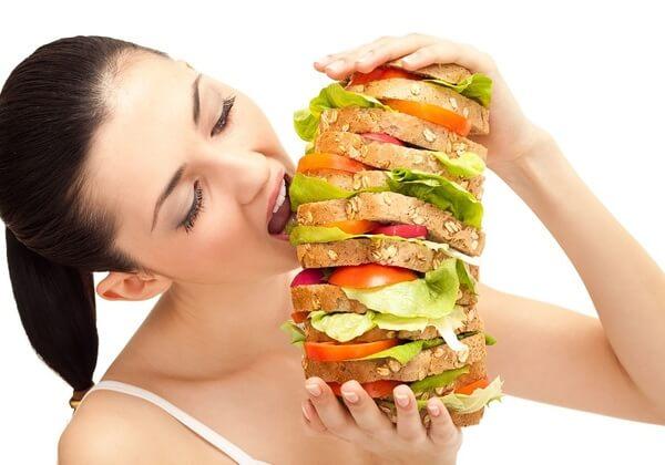 Bạn không nên ăn quá no trước và sau buổi tập.