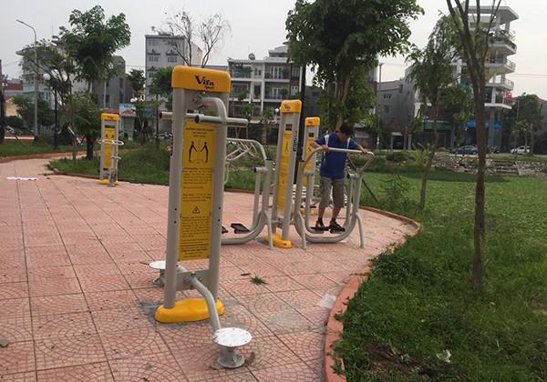 Lắp đặt dụng cụ thể thao ngoài trời ở công viên TP Bắc Giang