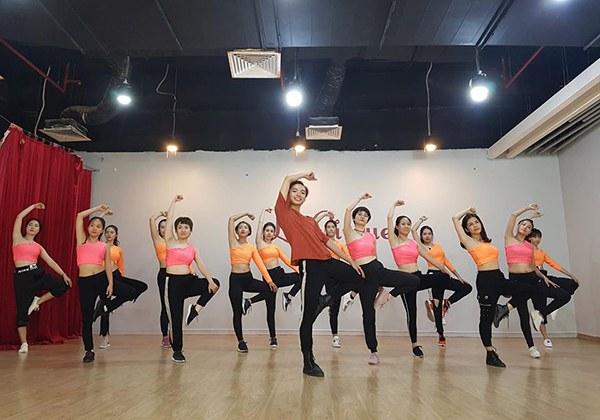 Le Cirque Dance Company