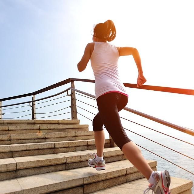 Leo cầu thang có giảm mỡ bụng không? Tập thế nào hiệu quả?