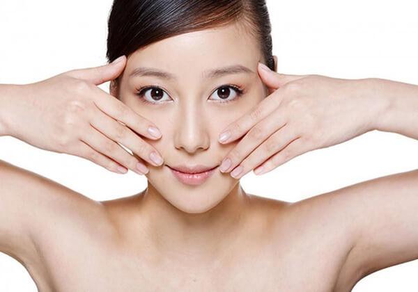 Xoa bóp mặt mỗi ngày trong vài phút cũng có thể giúp bạn loại bỏ mỡ mặt