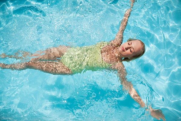 môn thể thao tốt cho tim mạch là bơi lội
