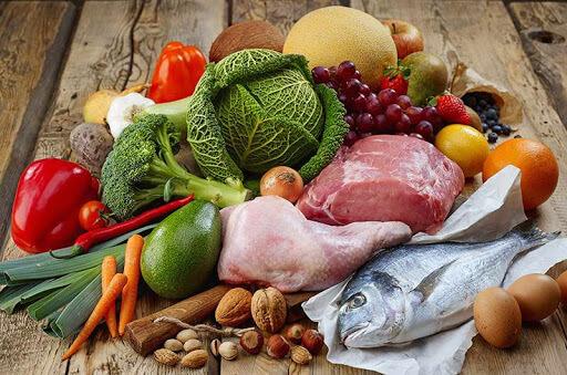 Chế độ dinh dưỡng khoa học cũng giúp kiểm soát cân nặng, giảm nguy cơ béo mặt hiệu quả