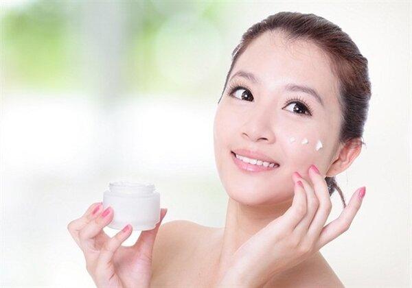 Sử dụng nước hoa hồng giúp các bước chăm sóc da hiệu quả hơn.