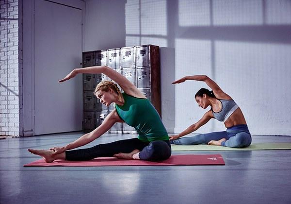 Sử dụng thảm Yoga Adidas ADYG-10100MR