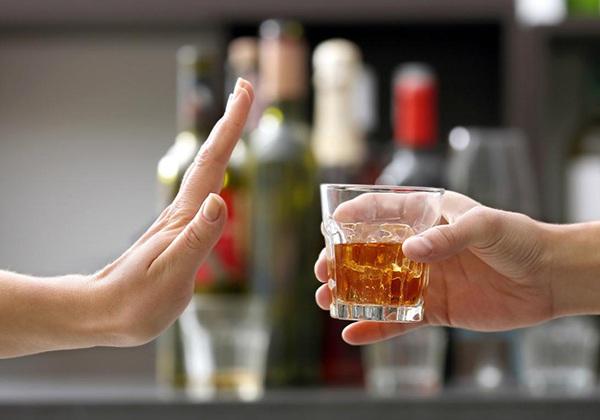 Tránh xa thức uống có cồn