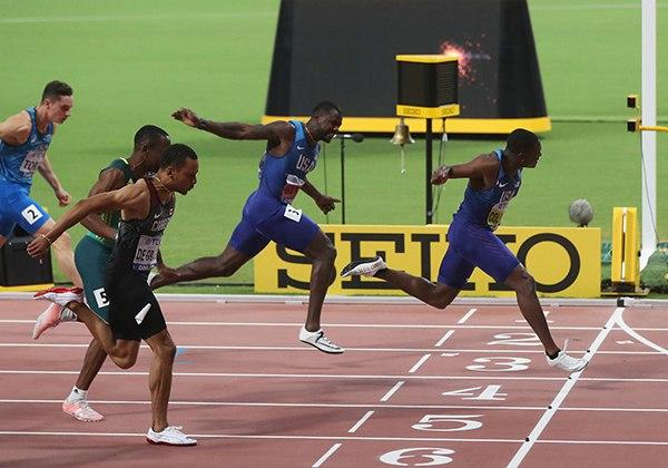Về đích chạy 100m