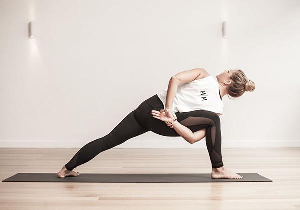 Vinyasa Yoga là gì? Lợi ích của thể loại Yoga này như thế nào?