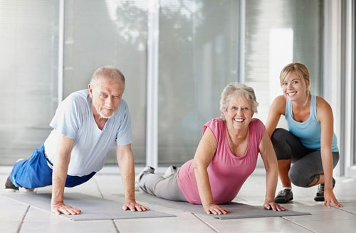 Người cao tuổi nên tập Yoga