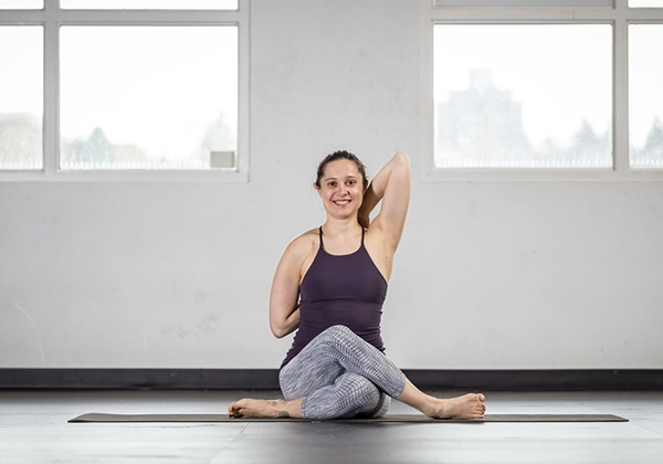 Yoga chữa hội chứng nghẽn rãnh cổ tay