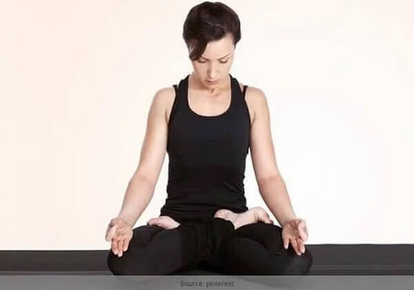 Giảm béo mặt bằng bài tập yoga đơn giản