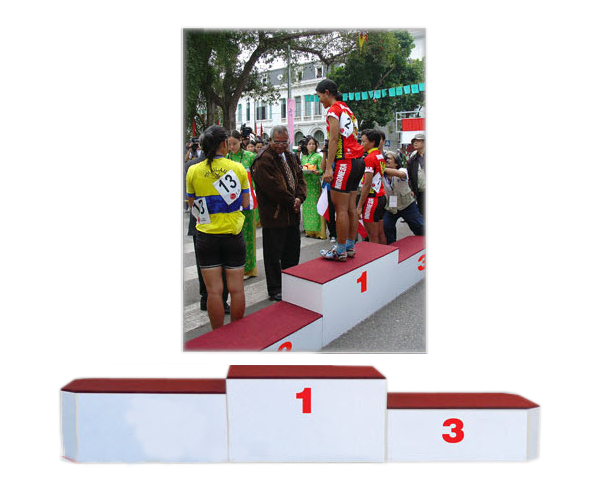 Bục phát thưởng S385 dùng để trao giải giá rẻ nhất ở Việt Nam
