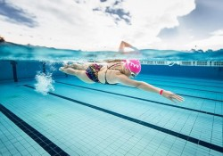 Bơi sải hay bơi ếch tốt hơn? Người mới nên học kiểu bơi nào?
