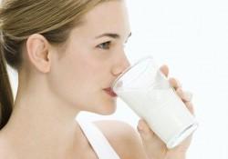 Có nên uống sữa đậu nành mỗi ngày không. Ai không nên uống?
